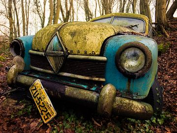 Borgward Hansa Oldtimer in het bos van Art By Dominic