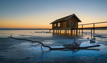 Eis am Ufer des Ammersees bei Sonnenuntergang von Denis Feiner
