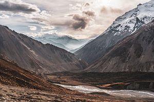 Coucher de soleil Himalaya Népal sur Tessa Louwerens