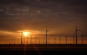 Zonsondergang bij de Eemshaven van