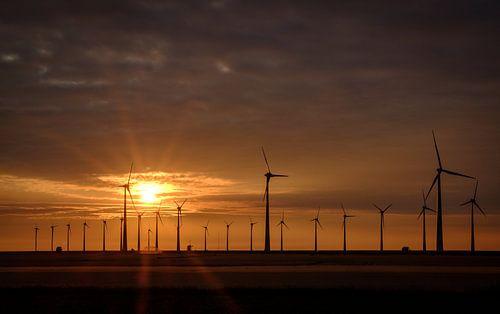 Zonsondergang bij de Eemshaven