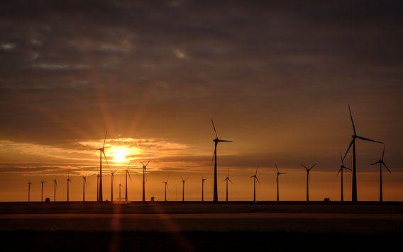 Zonsondergang bij de Eemshaven van Koos de Wit