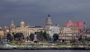 Cuba, Havana. Skyline met het oude centrum en het Capitool. van