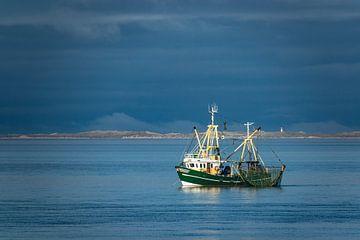 Krabbenkutter auf der Nordsee vor der Insel Föhr von Rico Ködder