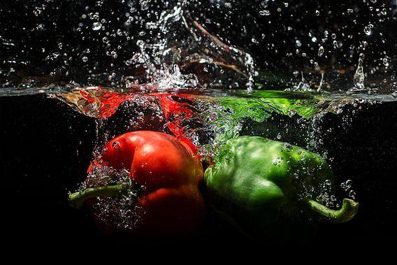 Paprika's vallen in het water
