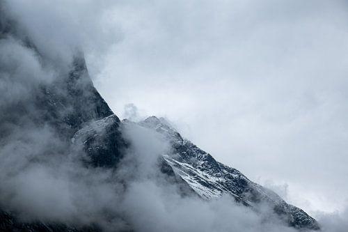 Close-up van besneeuwde bergtoppen