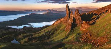 Schottland Old Man of Storr Panorama im Morgenrot von Jean Claude Castor