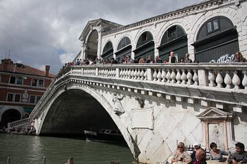 Rialto brug in venetie van Peter Maessen