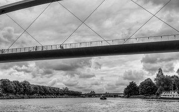 Hoge Brug Maastricht gezien vanaf het water van John Kreukniet