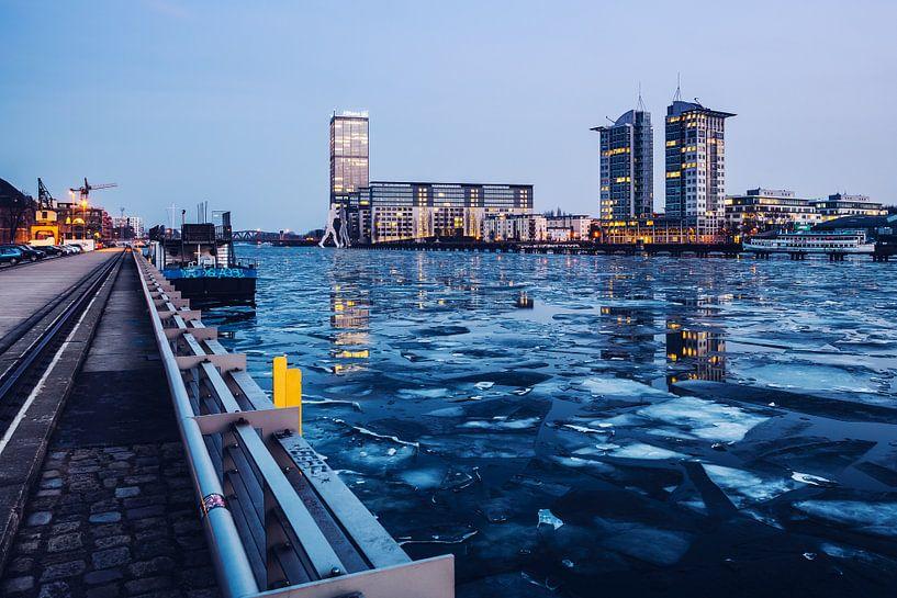 Berlin – Osthafen in Winter van Alexander Voss