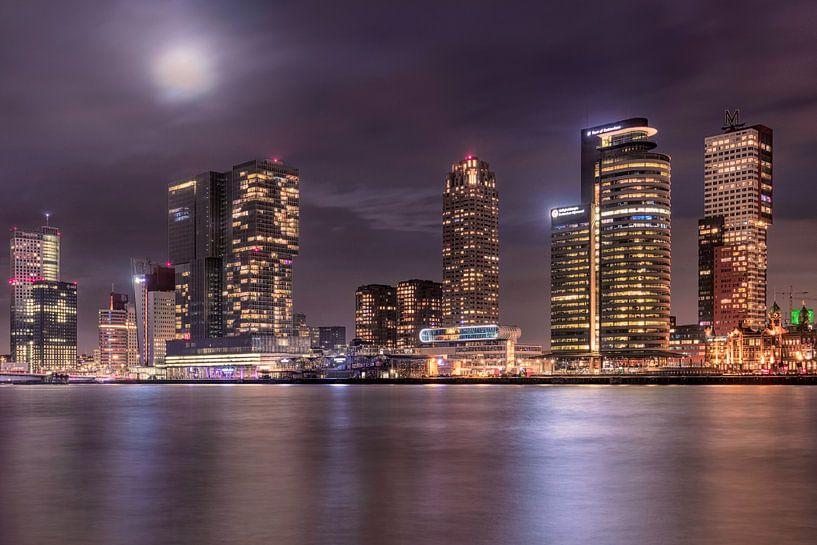 Rotterdam Kop van Zuid met volle maan van Dennisart Fotografie