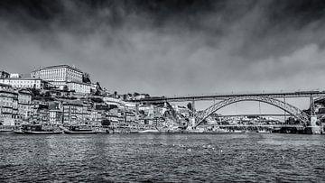 Stadsgezicht van Porto vanaf het water van Fotografiecor .nl