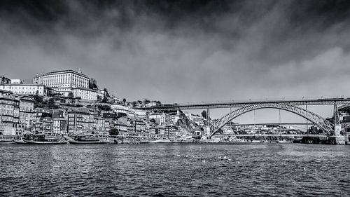 Stadsgezicht van Porto vanaf het water