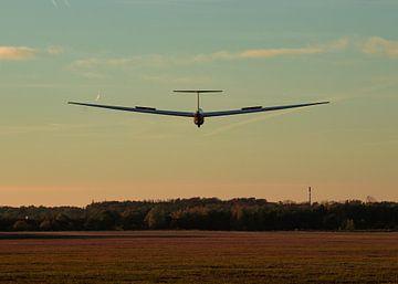 Segelflugzeug in der Landung von Sjors Gijsbers