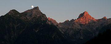 Zonsondergang in de Alpen van Arthur van Iterson