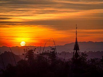Birmese Zonsondergang van Rik Pijnenburg