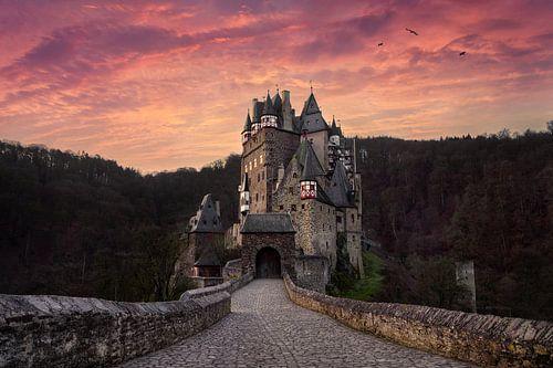 Burg Eltz bij zonsopkomst van