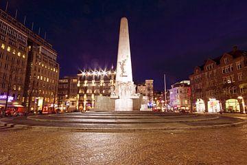 Monument op de Dam in Amsterdam bij avond van Nisangha Masselink