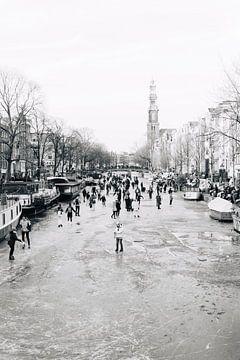 Winter in Amsterdam (Schaatsen op de Grachten, Prinsengracht) van Quinten Tolboom