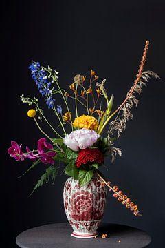 Pluk boeket in Delfts rode vaas van Affectfotografie