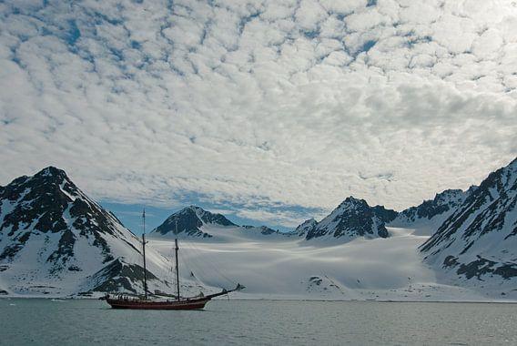 Magdalenafjord en schoener Noorderlicht van Peter Zwitser