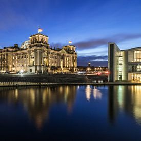 Reichstagsgebäude Berlin zur blauen Stunde von Frank Herrmann