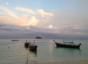Sonnenuntergang Thailand van Pünktchenpünktchen Kommastrich