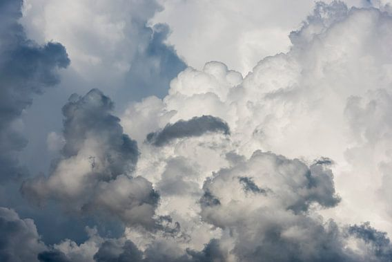 Regenwolken van Daan Kloeg
