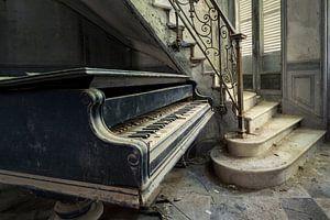 Klavier neben der Treppe