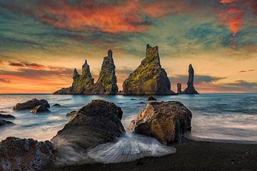 Les falaises près de Vik en Islande au lever du soleil sur Dieter Meyrl