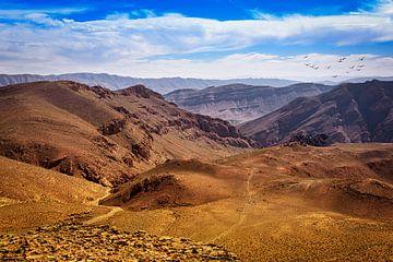 Ongerept berglandschap van de Midden-Atlas, Marokko van Rietje Bulthuis