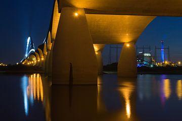 De Oversteek, Nijmegen, bij avond von Erik Wouters