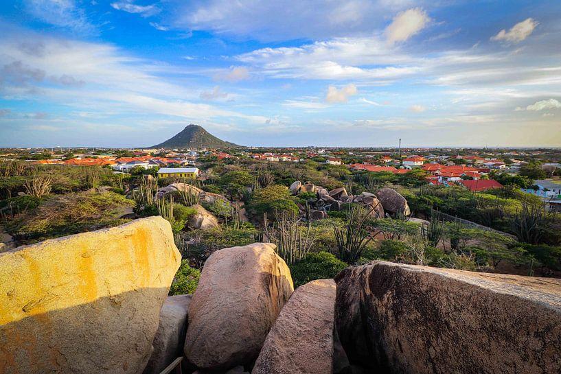 Belle vue du Haystack à Aruba, depuis la formation rocheuse de Casibari. sur Arthur Puls Photography