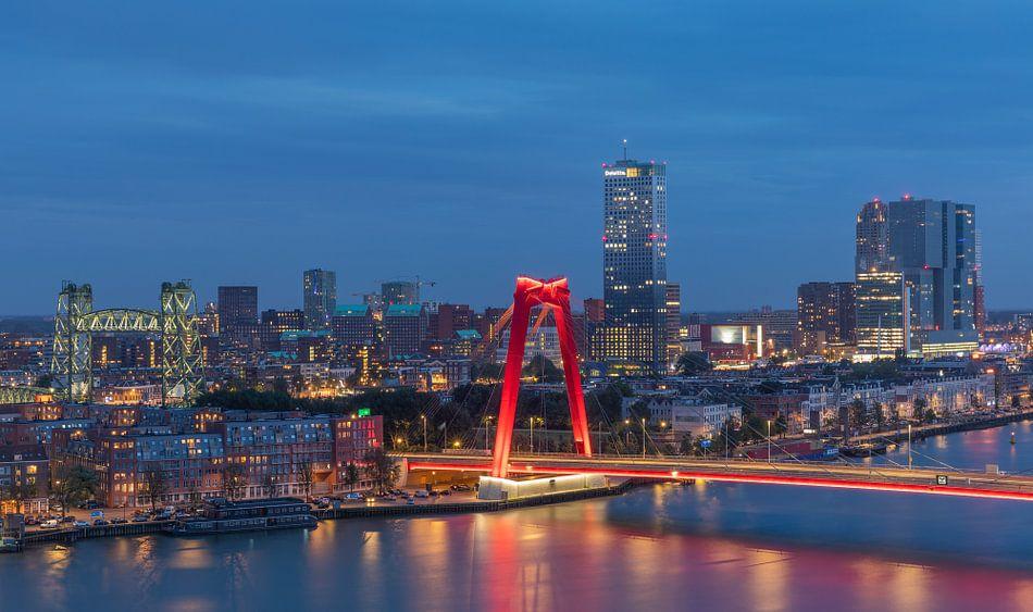De Hef en de Willemsbrug in Rotterdam met nieuwe verlichting van MS Fotografie