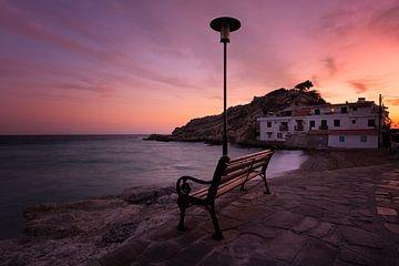 Have a seat van Ricardo Caruso