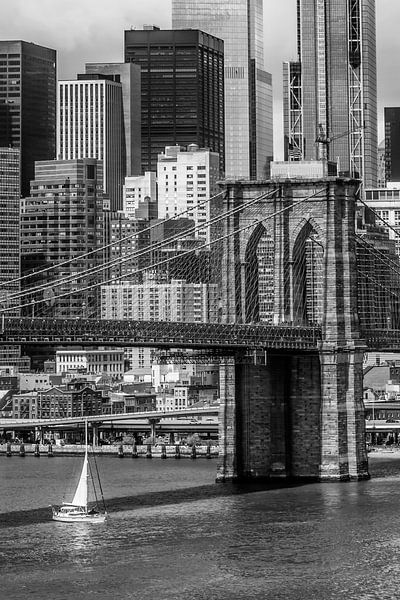 NEW YORK CITY Brooklyn Bridge En Lower Manhattan   zwart-wit van Melanie Viola