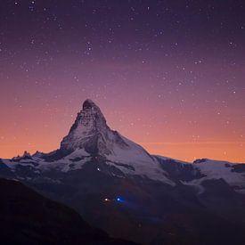 Stars above the Matterhorn mountain sur Menno Boermans