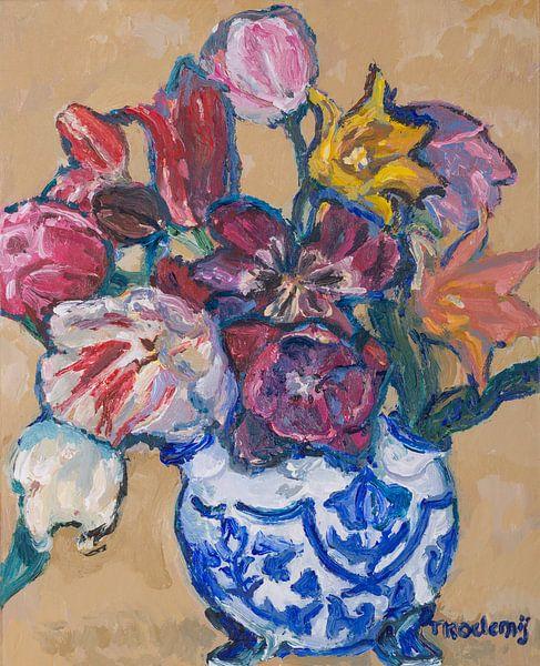 Delfst blauwe tulpenvaas met tulpen nr. 4 van Tanja Koelemij