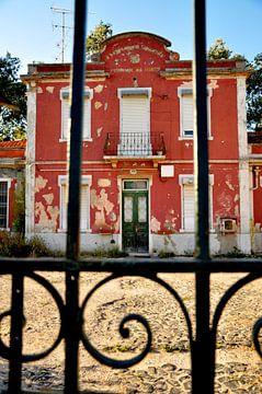 Behind the gates / Portugal van Sabrina Varao Carreiro
