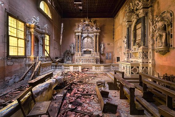 Verlaten Kerk in Verval. van Roman Robroek