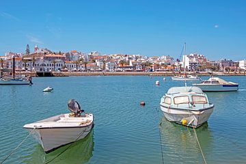 Port et ville de Lagos en Algarve au Portugal sur Nisangha Masselink