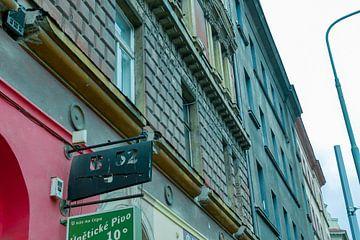 Prag - Gebäude mit Farbschema von Wout van den Berg