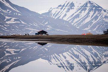 Camping in spiegelbeeld van Abe Maaijen