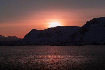 Sonnenuntergang über den norwegischen Bergen von Ken Costers