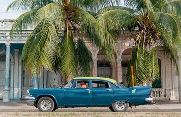 De boulevard in Cienfuegos van Theo Molenaar