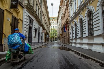 Homeless man in Budapest van Julian Buijzen