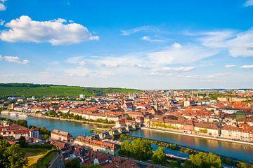 Würzburg met de Oude Hoofdbrug in Franken van Werner Dieterich