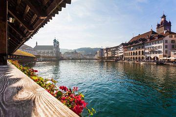 Vieille ville de Lucerne en Suisse sur Werner Dieterich