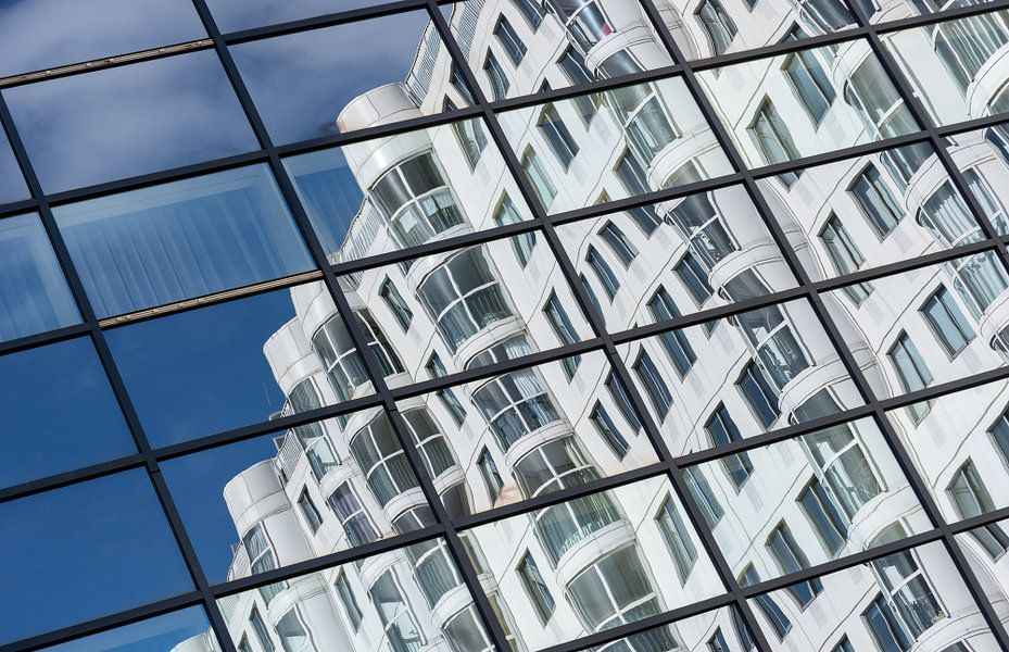 Reflecties in het Weena Huis in Rotterdam