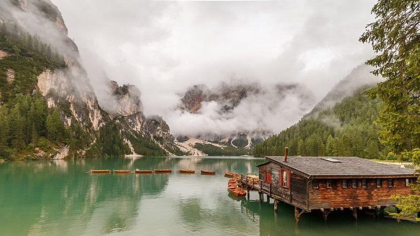 Lago di Braies in de Dolomieten. van Menno Schaefer